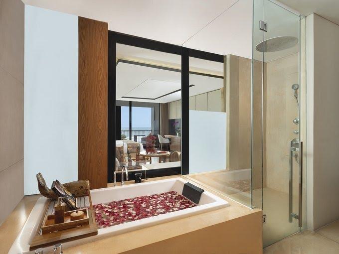 Hotel di Bali - Anantara Seminyak Bali Resort - Bathroom