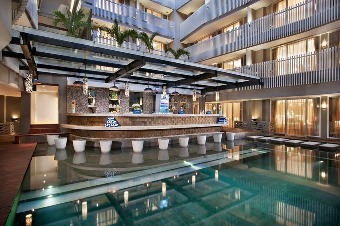 Hotel di Bali - Ramada by Wyndham Sunset Road Kuta Bali - Prigi Snack and Pool Bar