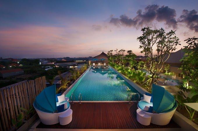 Hotel di Bali - Ramada by Wyndham Sunset Road Kuta Bali - Rooftop pool
